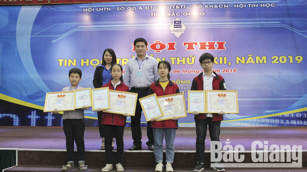 4 students, first prize, 22nd Youth Informatics Contest, Bac Giang province,  informatics technology, logical thinking, application practice, programming competition