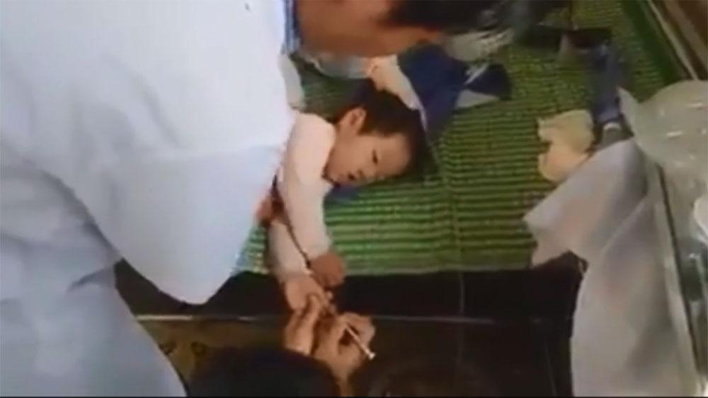Bác sĩ trạm y tế hồi sức cứu sống bé gái bị đuối nước