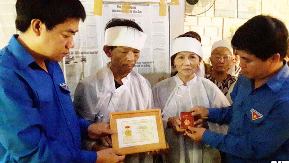 Quảng Nam: Truy tặng Huy hiệu Tuổi trẻ dũng cảm cho nam thanh niên xả thân cứu người