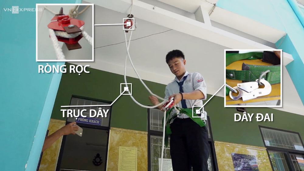 Học sinh miền Tây chế đai thoát hiểm dùng cho nhà cao tầng