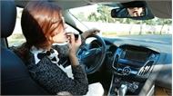Phái đẹp lái ôtô và ẩn họa từ giầy cao, váy ngắn, mất tập trung