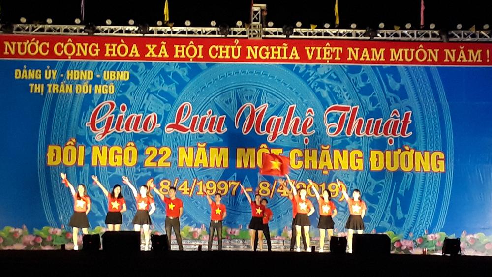 Giao lưu nghệ thuật chào mừng ngày thành lập thị trấn Đồi Ngô