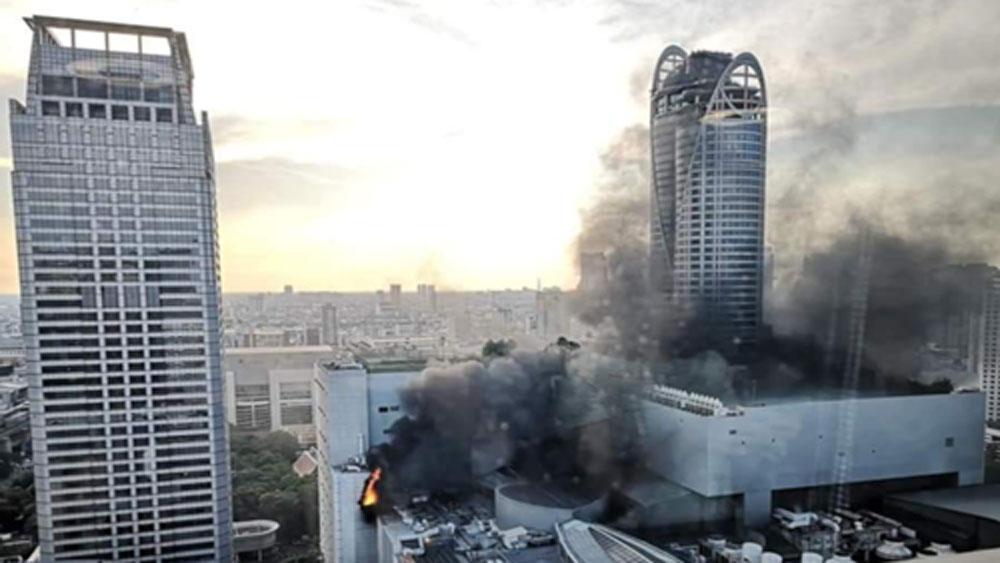 Trung tâm mua sắm nổi tiếng ở Thái Lan bốc cháy
