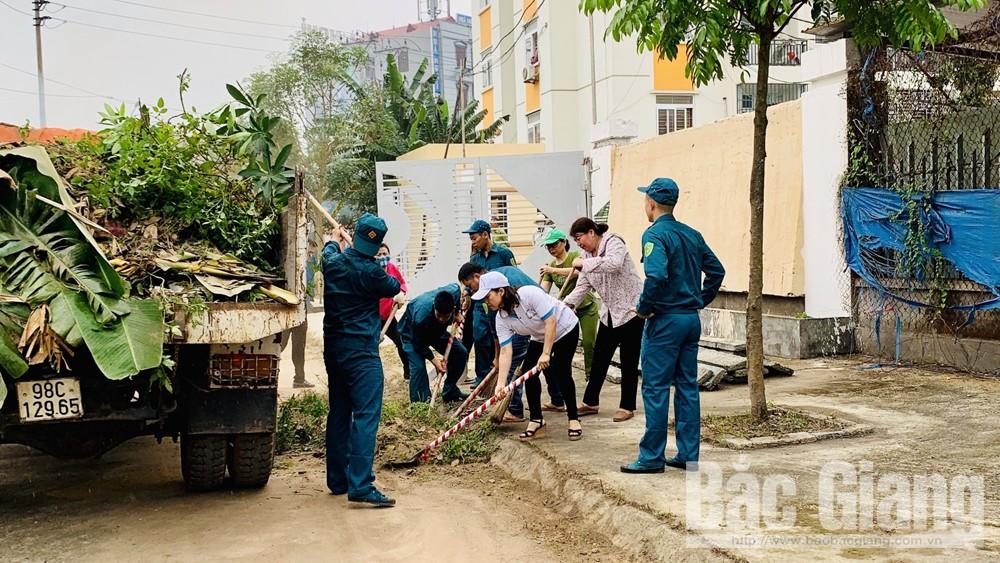 Phường Trần Nguyên Hãn ra quân tổng vệ sinh môi trường tại tụ điểm sử dụng ma túy gần chung cư 379, TP Bắc Giang