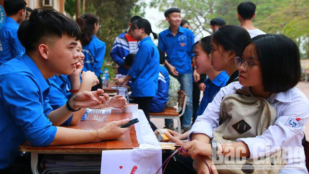 6,000 participants, Accompany students in examination, Bac Giang province, Bac Giang Student Association, senior high school examination, labour supply and demand, suitable educational facilities