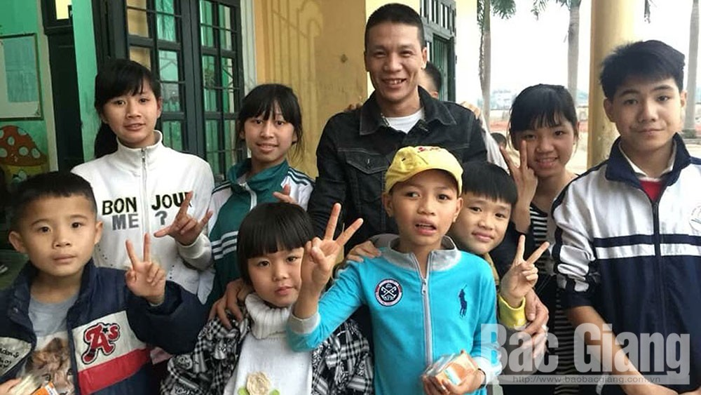 Journey of lovingness, Bac Giang province, Nguyen Trong Thanh, Nguyen Tuan Anh, Sen Viet Tourism Joint Stock Company, charity programmes, foster father,