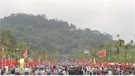 Dòng người dài hàng km đổ về dâng hương dịp giỗ tổ Hùng Vương