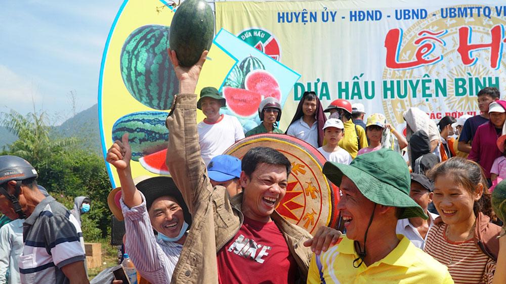 Hàng trăm người tham dự lễ hội dưa hấu đầu tiên ở Việt Nam