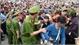 Hàng vạn người chen chúc trong ngày chính hội đền Hùng