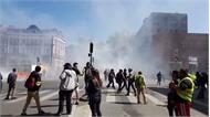 Hỗn loạn khi cảnh sát Pháp bắn hơi cay vào người biểu tình Áo vàng