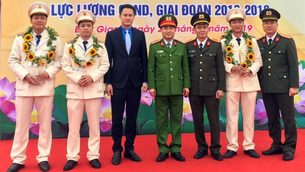 Đại úy Dương Văn Trung: Gần dân để làm việc  hiệu quả hơn