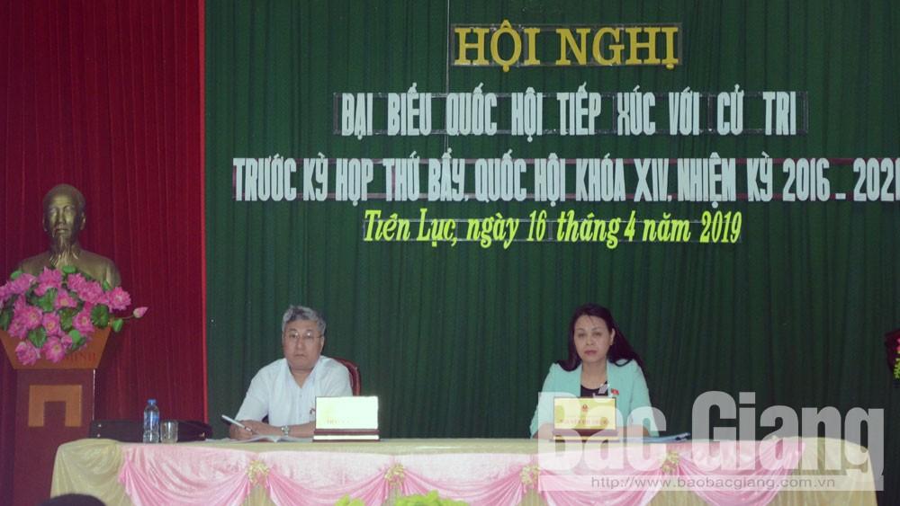 Đại biểu Quốc hội tiếp xúc cử tri huyện Lạng Giang trước kỳ họp thứ 7