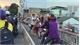 Can ngăn chồng đánh nhau sau va chạm giao thông, vợ bị tài xế ô tô đấm ngã