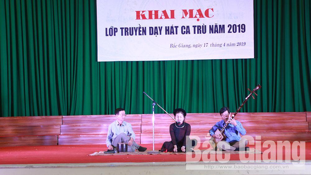 Truyền dạy hát ca trù cho gần 50 học viên