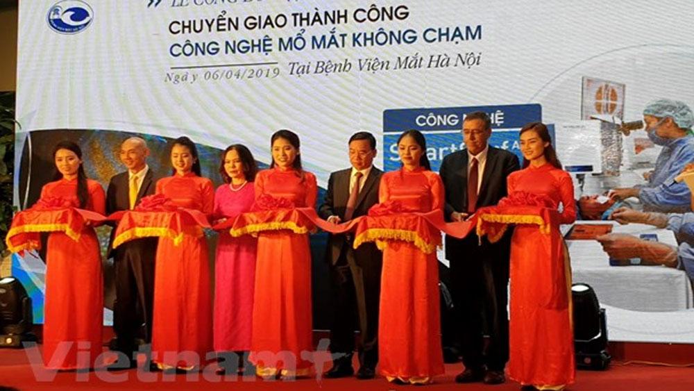 Bệnh viện Mắt Hà Nội chuyển giao thành công công nghệ mổ mắt không chạm hiện đại