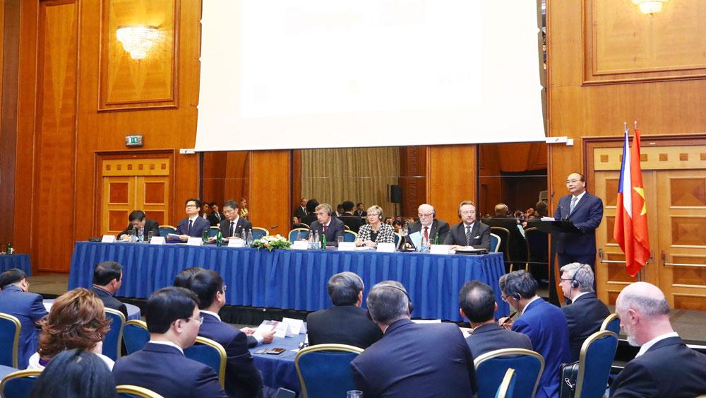 Thủ tướng Nguyễn Xuân Phúc và Thủ tướng CH Séc đồng chủ trì Diễn đàn Doanh nghiệp hai nước