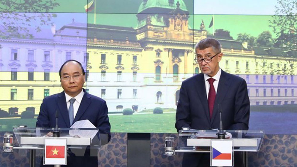 Vietnamese, Czech PMs seek ways to boost bilateral partnership