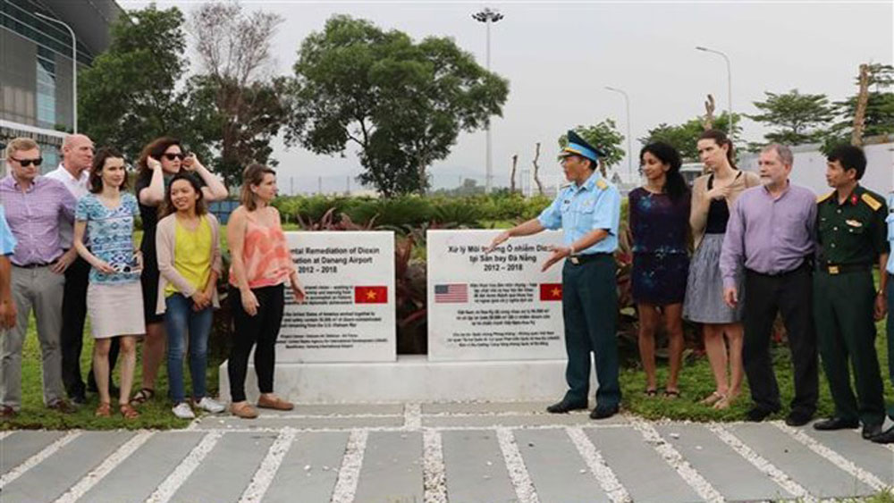 US delegation visits dioxin detoxification project in Da Nang