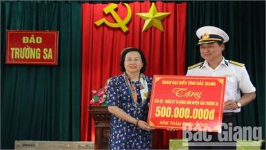 Đoàn công tác tỉnh Bắc Giang thăm, động viên quân và dân huyện đảo Trường Sa, Nhà giàn DK1