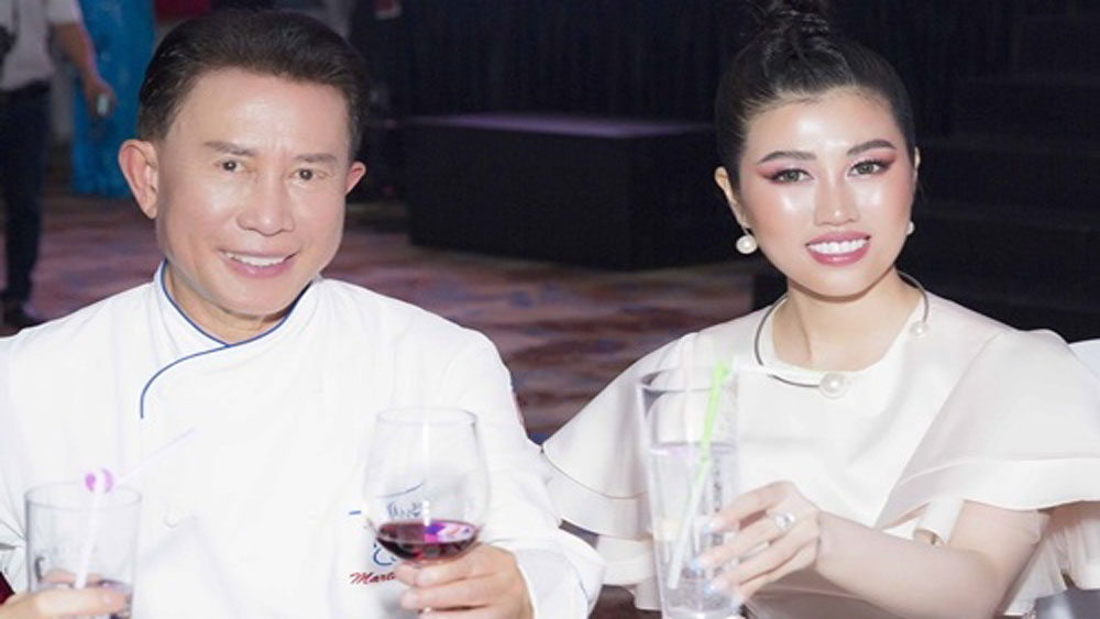 Martin Yan auctions books for Vietnamese charity