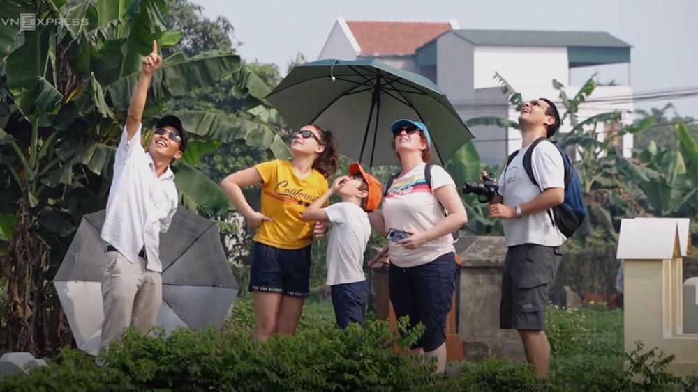 100 người thả diều sáo tại cuộc thi 350 năm tuổi ở Hà Nội