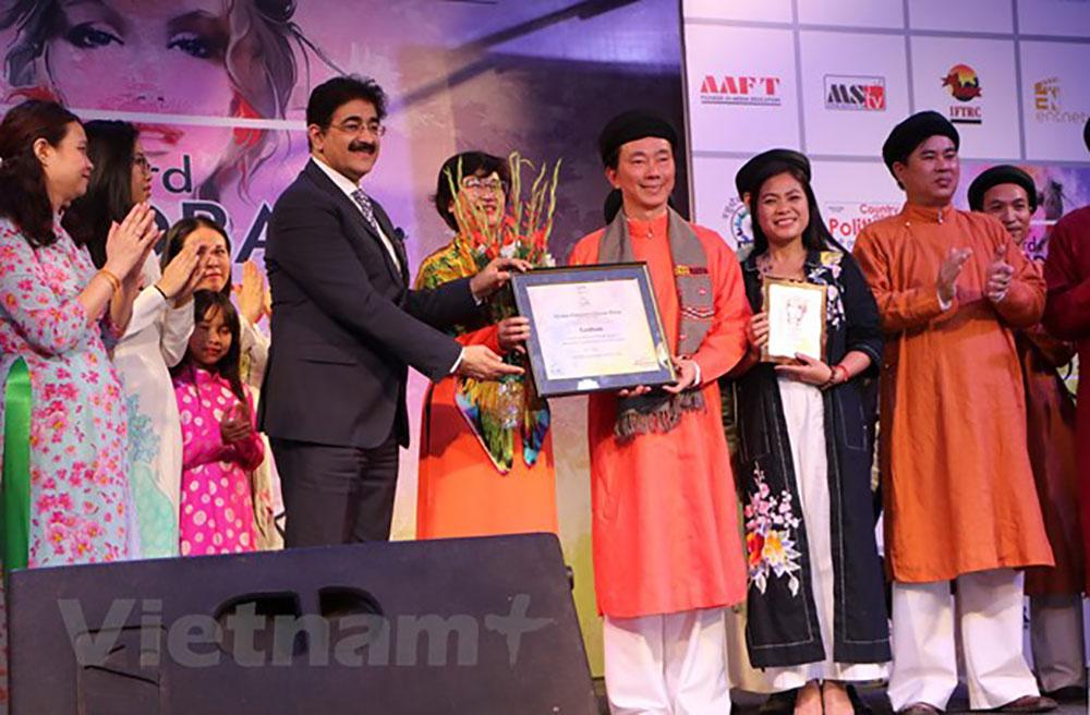 Quảng bá, áo dài Việt Nam, Tuần lễ thời trang toàn cầu, Ấn Độ