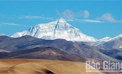 Khi băng tan, hé lộ bí ẩn trên đỉnh Everest