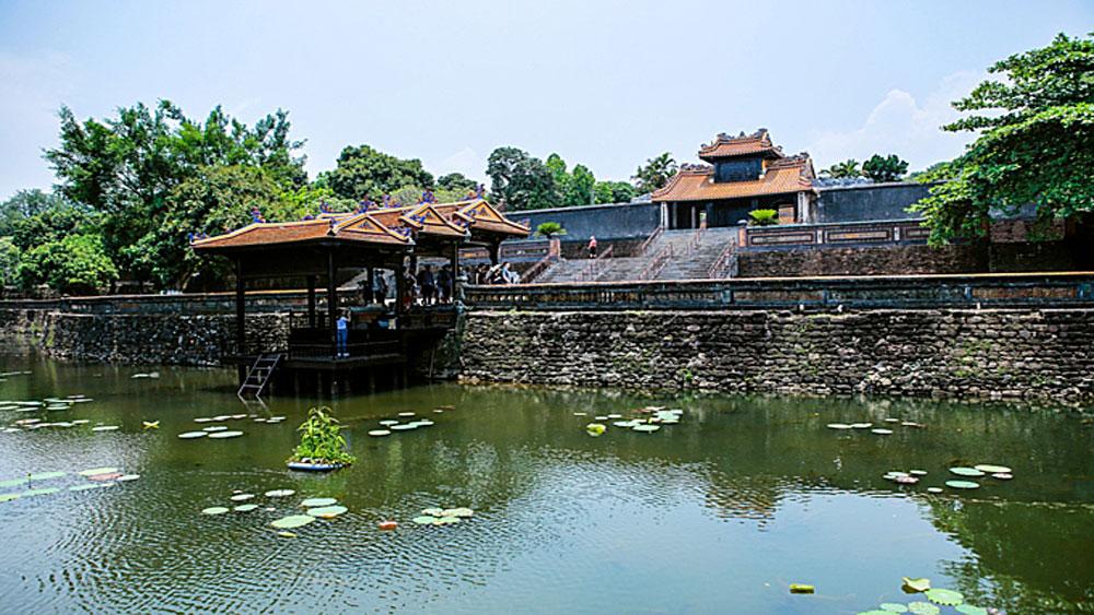 Google online museum, tomb of Vietnamese king, Emperor Tu Duc, Nguyen Dynasty, Google's Open Heritage, last imperial family