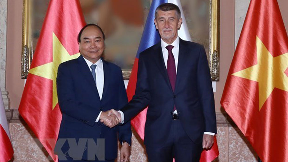 Czech media, PM Nguyen Xuan Phuc, offical visit, bilateral cooperation, new motivation, fine political relations, free trade agreement