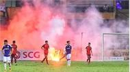 Sân Hàng Đẫy chìm trong pháo sáng của CĐV Hải Phòng