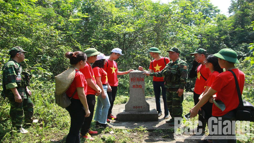 Bac Giang youth, the frontier, Bac Giang province, writing competition, social network, field trip,  Dam Thuy Border Guard Station,   revolutionary ideals, historical traditions