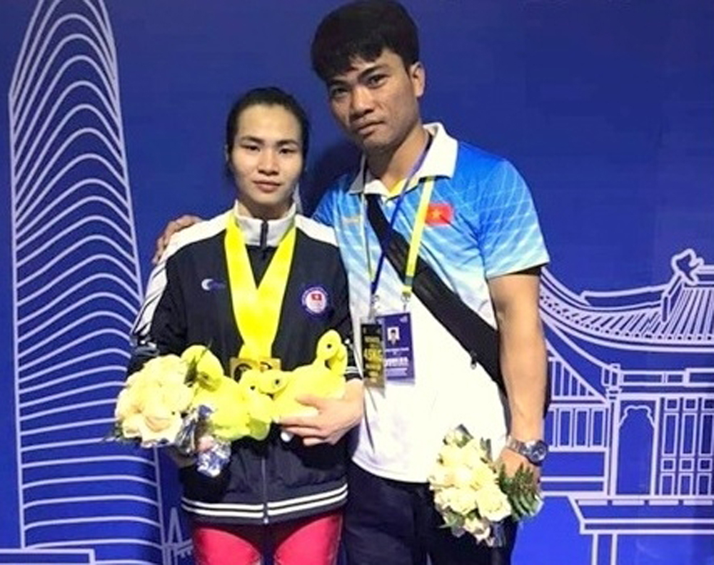Weightlifter, three golds, Asian tourney, Vuong Thi Huyen, Khong My Phuong,  Thach Kim Tuan, weightlifting tournament