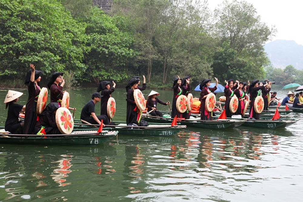 Trang An Festival, Ninh Binh province, legendary national hero, 18th Hung King, stone capital, favourable weather conditions, rituals praying