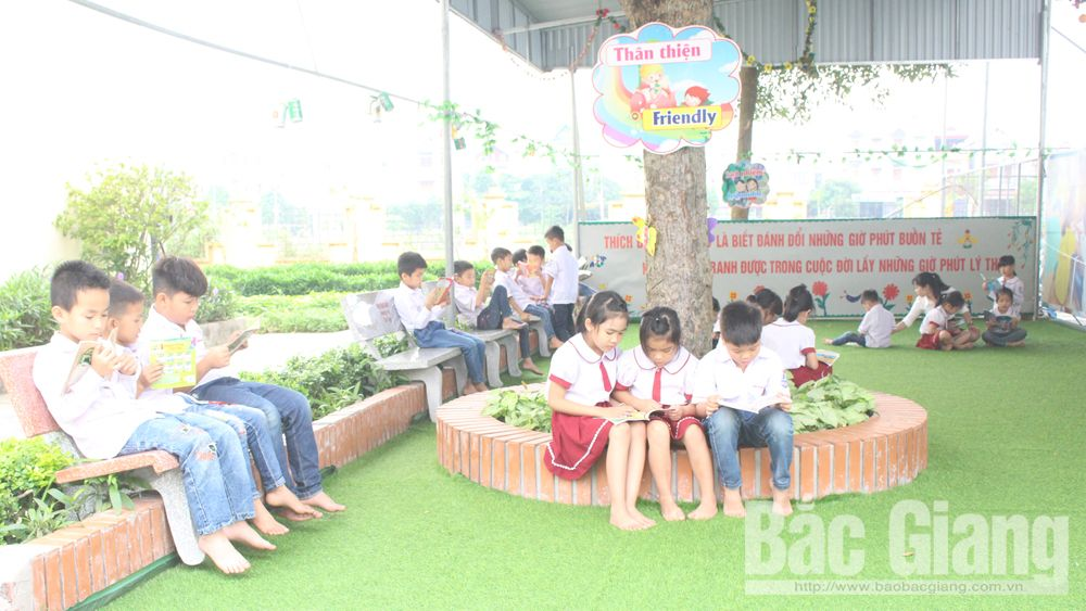 Friendly library, Tri Yen Primary School, Bac Giang province, eye-catching space, green library corner,  vivid pictures, layout and arrangement, beautiful wooden tables