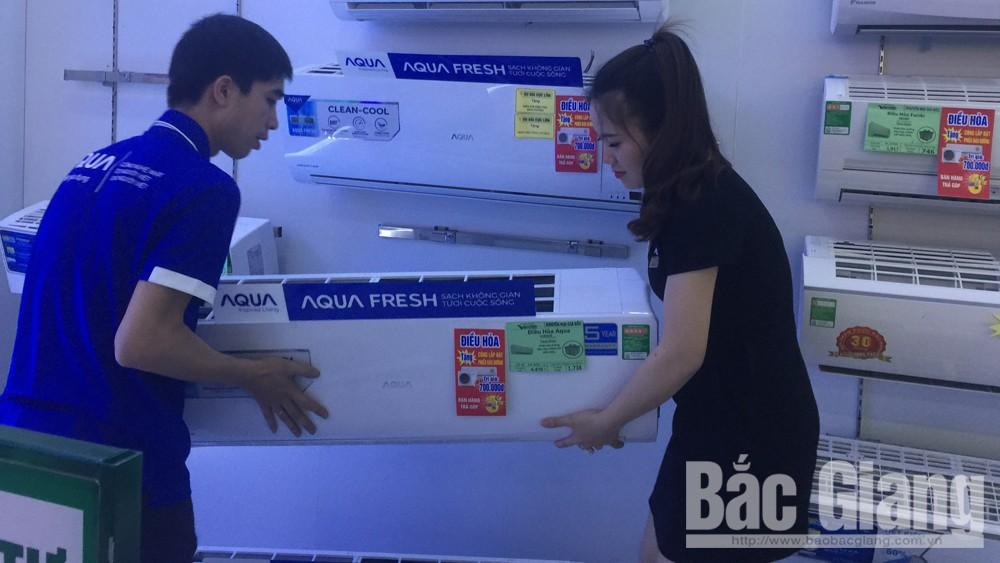 Bắc Giang: Thời tiết nắng nóng, thiết bị tiết kiệm điện năng hút khách