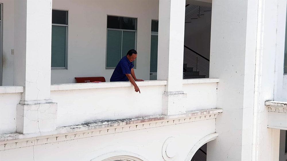 Người nhảy lầu, trụ sở công an, dàn cảnh ghen, cướp vàng của nhân tình, ông Nguyễn Văn Bận