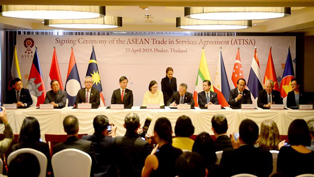 ASEAN, economic ministers, investment and trade pacts, Services Agreement, Comprehensive Investment Agreement, trade barriers, two-way trade