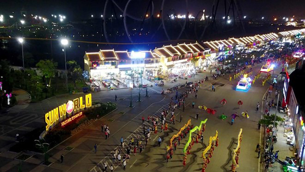 Carnival Ha Long, indoor version, splendid parades, FLC Ha Long Ecotourism Resort, massive stage performance, low-range firework