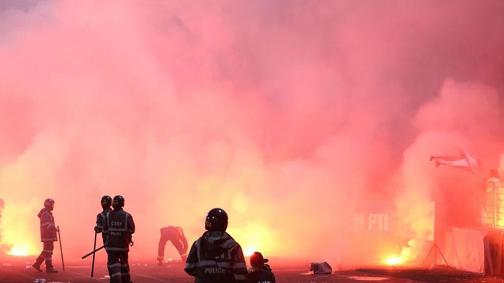 Hà Nội FC, án treo sân, phạt 70 triệu, pháo sáng