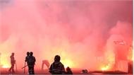 Hà Nội FC nhận án treo sân và bị phạt kịch khung 70 triệu vì pháo sáng