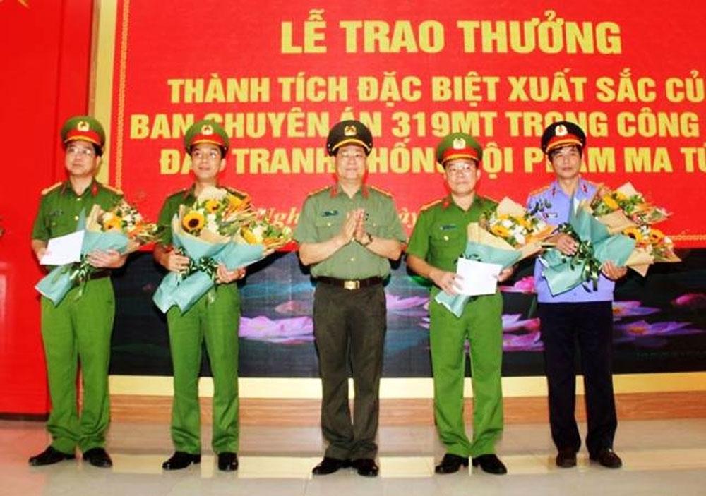Thưởng Ban chuyên án, thu giữ 700 kg ma túy đá, Nghệ An