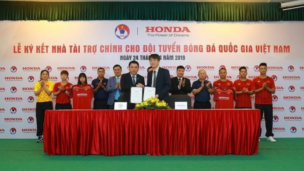 Honda Vietnam to sponsor national football teams