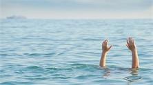 Phú Yên: Rủ nhau ra xa bờ chụp ảnh, 2 học sinh đuối nước