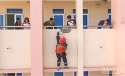 Học sinh Bắc Giang thiết kế ba lô thoát hiểm khi hỏa hoạn