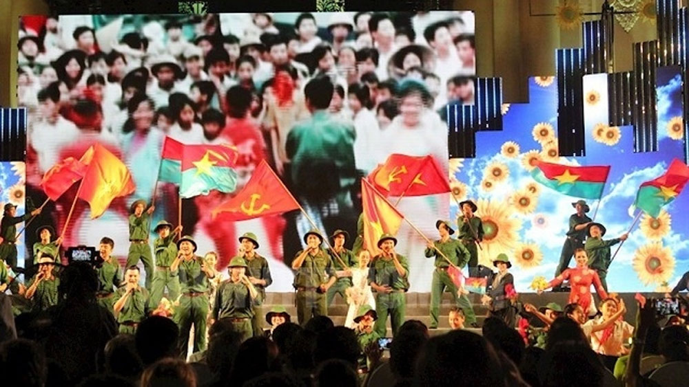 Art programme sings praise for liberation and reunification