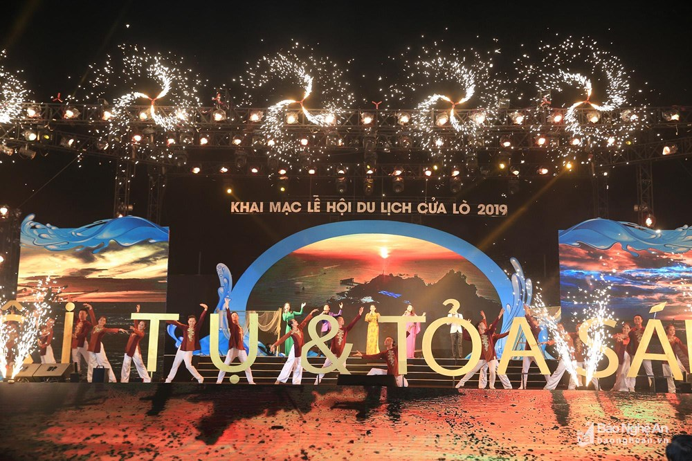 Cua Lo Sea Tourism Festival, Nghe An province, central region's tourism, modern infrastructure,  convergence and shine, beautiful firework display
