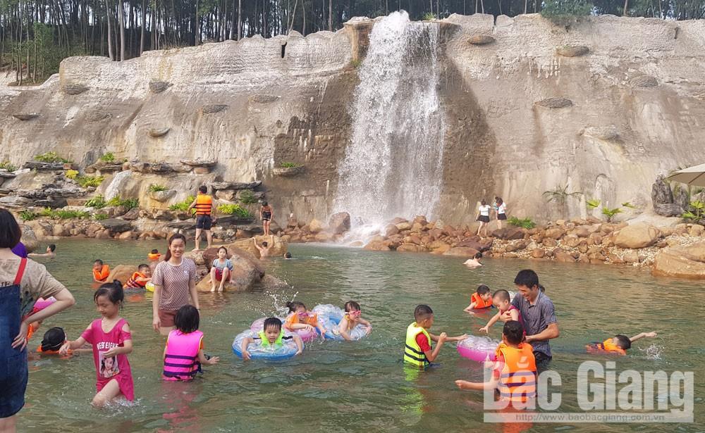 Dịp nghỉ lễ, các điểm vui chơi, trung tâm thương mại đông khách, TP Bắc Giang, Tiếng hát sông Thương, Khu Di tích lịch sử chiến thắng Xương Giang
