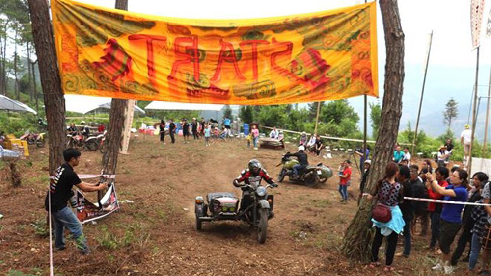 Off-road race begins in Ha Giang's Dong Van Karst