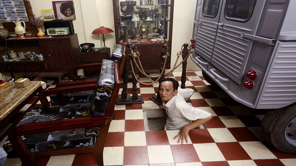 A weapons vault vaults into a café in Saigon