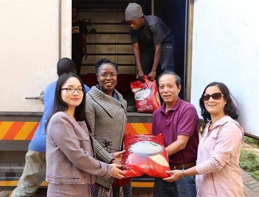 Vietnam, relief aid, Zimbabwe cyclone victims, good deeds,  Vietnamese community, World Bank, restoration efforts